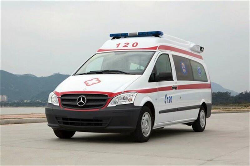奔驰凌特120柴油救护车