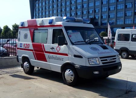 依维柯120转运型救护车