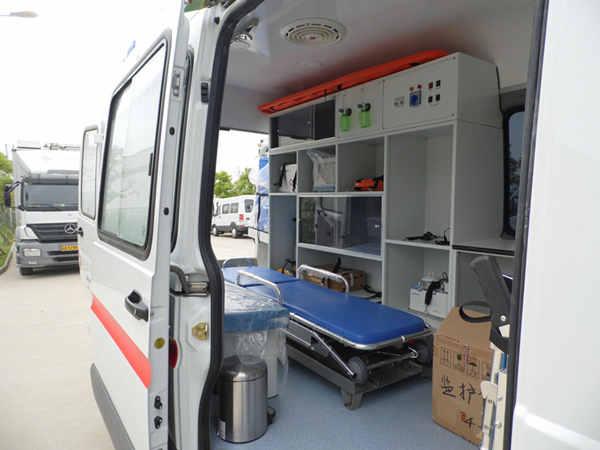 依维柯宝迪监护型救护车销售152 7132 1777